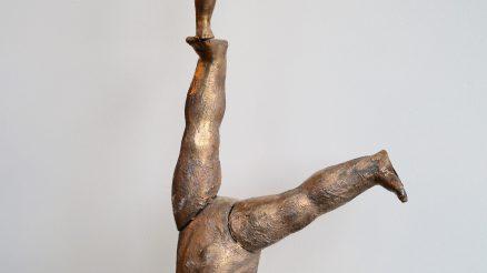 Bronzen Beeld Upside Down